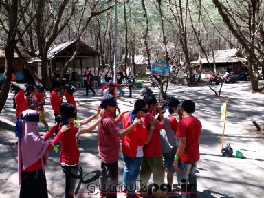 outbound di pantai